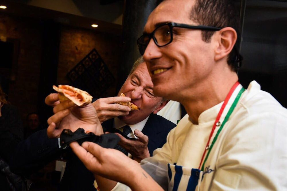 Gino-Sorbillo-sindaco-New-York-Bill-de-Blasio-brindisi-pizza