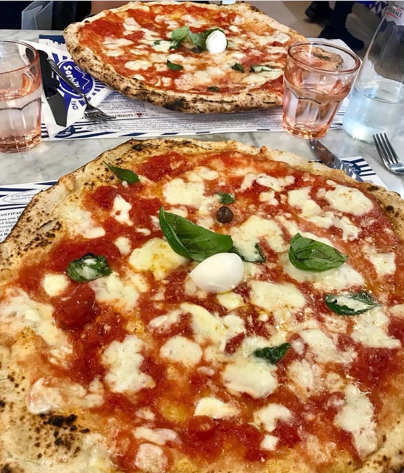 Sorbillo pizza table